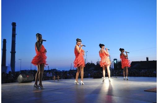 Праздничная шоу-программа. Кавер-группа «Crystal Voice»., фото — «Реклама Севастополя»
