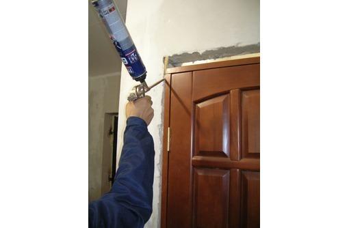 Профессиональная установка межкомнатных и входных дверей, фото — «Реклама Феодосии»