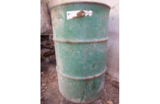 куски арматуры, труб, уголки, бочку металлическую на 200 л, фото — «Реклама Севастополя»