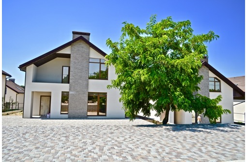 Новый кирпичный дом в коттеджном поселке, Камышовая бухта, фото — «Реклама Севастополя»