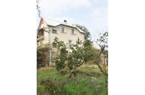 Продам 3-х этажный дом 250  кв.м.,11 соток земли,район 7 км.цена-9 500 000 рублей., фото — «Реклама Севастополя»