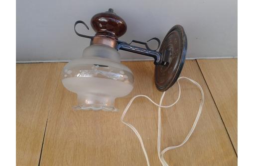 светильник ( бра ) , крепится лёгко и быстро на стену, фото — «Реклама Севастополя»