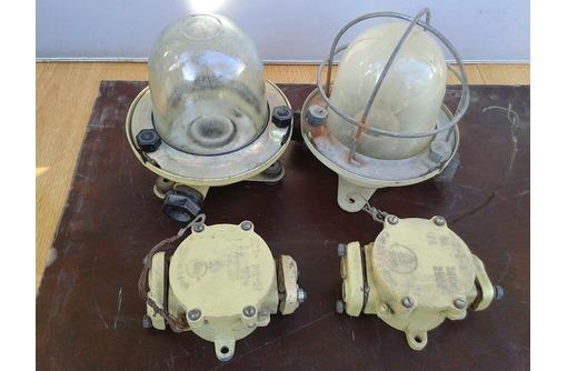 два герметичных светильника и 2 коробки, фото — «Реклама Севастополя»