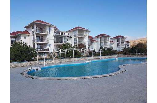 Продается в Коктебеле, на 1 линии у Чёрного моря и пляжа принадлежащего жилому комплексу, таунхаус, фото — «Реклама Коктебеля»