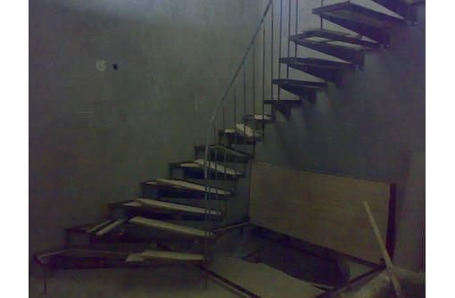Иизготовлю лестницы из металла разные, фото — «Реклама Севастополя»