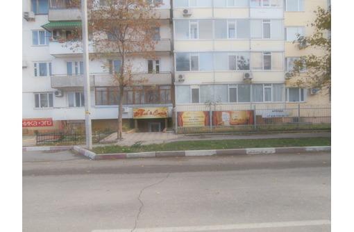 Магазин 150 кв.м., Фасад, оживленное проходное место, фото — «Реклама Феодосии»
