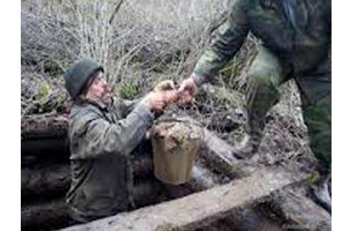Ручная чистка выгребных ям от ила, фото — «Реклама Приморского»