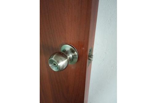 Межкомнатная дверь (не использовалась), фото — «Реклама Севастополя»