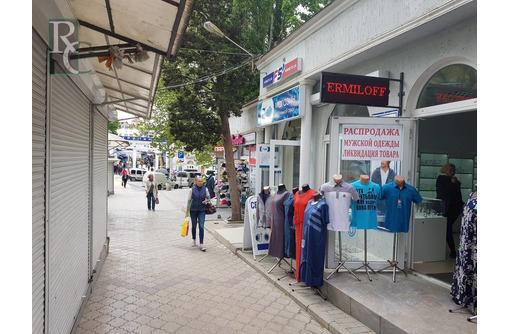 Часть зала в проходном месте возле Ц.Рынка, фото — «Реклама Севастополя»