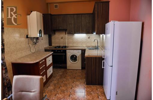 Продается просторная двухкомнатная квартира в центре по ул. Щорса 8, фото — «Реклама Севастополя»
