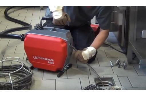 Прочистка канализации электро-механическим методом. Пробивка засора канализационных труб, фото — «Реклама Алушты»