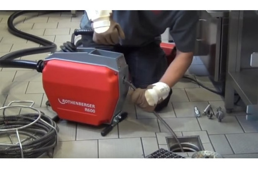 Прочистка канализации. Пробивка, устранение и удаление засора канализационных труб (систем), фото — «Реклама Севастополя»