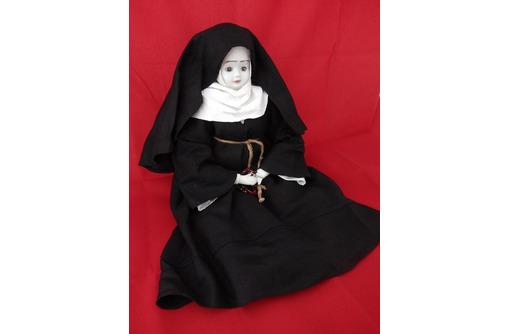 """Кукла интерьерная """"Католическая монашка"""", фото — «Реклама Севастополя»"""
