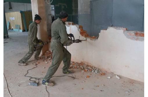 Демонтажные работы быстро,качественно в короткие сроки подготовим квартиру к ремонту и вывезем мусор, фото — «Реклама Севастополя»