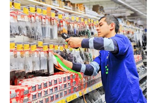 Продавец строительных материалов, фото — «Реклама Севастополя»