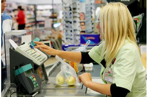 Кассир торгового зала в супермаркет, фото — «Реклама Севастополя»