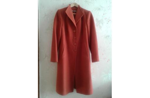 Продам пальто драповое, демисезонное, б/у, в хорошем состоянии, размер 50, фото — «Реклама Севастополя»