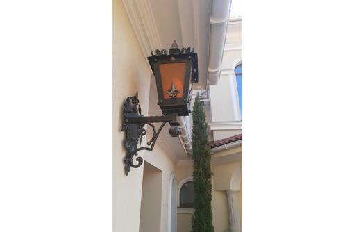 Кованые люстры и предметы интерьера, фото — «Реклама Севастополя»