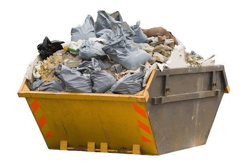 Требуется разнорабочий (грунт, мусор, наведение порядка на территории), фото — «Реклама Севастополя»