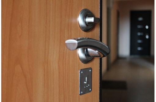 Правильная установка входных и межкомнатных дверей, фото — «Реклама Севастополя»