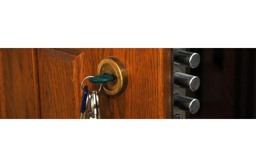 Производим качественную установку дверей, фото — «Реклама Севастополя»
