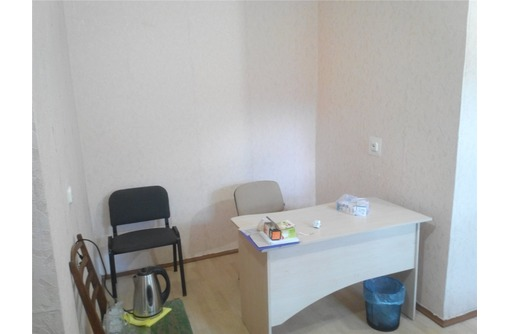 Меблированный Среднего уровня Офисное помещение в районе ул Пожарова, площадью 13 кв.м., фото — «Реклама Севастополя»