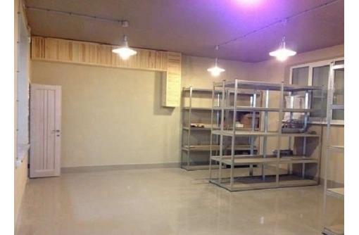 Торгово-Офисное помещение на Руднева со стелажами, общей площадью 90 кв.м., фото — «Реклама Севастополя»