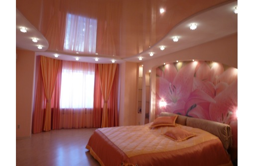 Европейские натяжные потолки в Спальне, фото — «Реклама Белогорска»