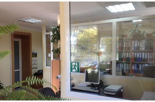 В районе ЦУМ - Сдается в Аренду Видовое Офисное вдоль дороги пр. Гагарина, фото — «Реклама Севастополя»