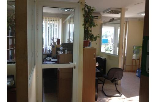 Видовое Офисное помещение в районе ЦУМ, площадью 50 кв.м., фото — «Реклама Севастополя»