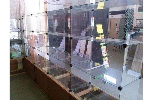 Продам торговое оборудование- витрины стеклянные универсальные,складские стеллажи., фото — «Реклама Севастополя»