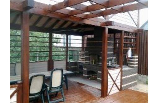 Летние террасы для кафе из дерева, фото — «Реклама Сочи»