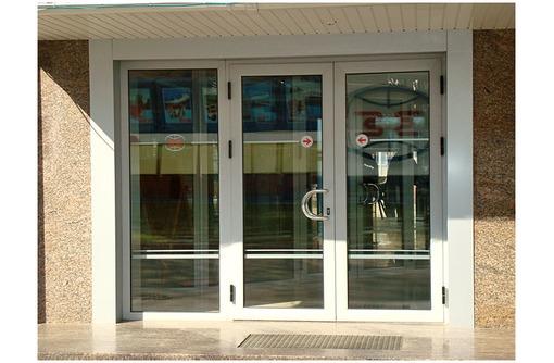 Алюминиевые двери в Сочи и Адлере, фото — «Реклама Сочи»