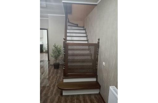 Монтаж лестниц по индивидуальным размерам, фото — «Реклама Сочи»