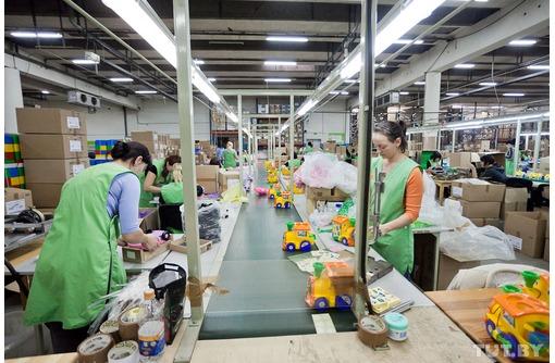 Упаковщик на склад игрушек, фото — «Реклама Новокубанска»
