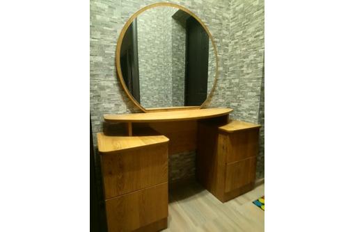 зеркало с  двумя тумбами, фото — «Реклама Апшеронска»