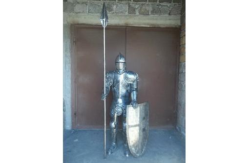 Рыцарская скульптура из металла, фото — «Реклама Краснодара»