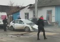 """Дорогущая Infiniti """"забодала"""" стену небольшого частного дома в Краснодаре ВИДЕО, фото — «Рекламы Кубани»"""