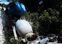 Бетономешалка раздавила легковушку, рухнув с опорной стены ФОТО, ВИДЕО, фото — «Рекламы Темрюка»
