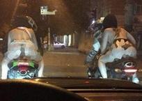 Фейком оказались полуголые байкерши, раскатывающие в одних трусах по ночному Краснодару, фото — «Рекламы Краснодара»