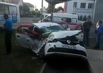 В Краснодаре ранним утром столкнулись такси и автобус ВИДЕО, фото — «Рекламы Славянска-на-Кубани»