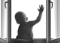 Соцсети Краснодара: 2-летняя девочка выпала из окна на пятом этаже, фото — «Рекламы Кубани»