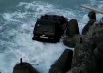 «Ниву» в Сочи «прибило» к скалистому берегу ВИДЕО, фото — «Рекламы Тихорецка»