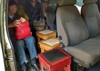 В краснодарском автобусе пассажиров перевозили на табуретках ФОТО, фото — «Рекламы Гулькевичей»