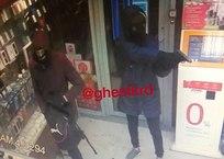 В Краснодаре двое в масках ограбили магазин МТС - соцсети ФОТО, фото — «Рекламы Новокубанска»