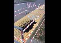 На набережной Геленджика обнаружили черную дыру ВИДЕО, фото — «Рекламы Геленджика»