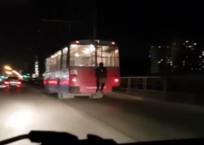 Верхом на троллейбусе: Парень рисковал жизнью, катаясь по Краснодару ВИДЕО, фото — «Рекламы Курганинска»