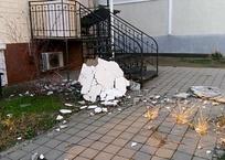 Ураганный ветер обрушил фасад многоэтажки в Краснодарском крае ФОТО, фото — «Рекламы Курганинска»