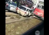 Трамвай протаранил иномарку в Краснодаре, фото — «Рекламы Курганинска»