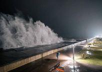 В Сочи четырехметровые волны разрушили набережную Олимпийского парка, фото — «Рекламы Курганинска»